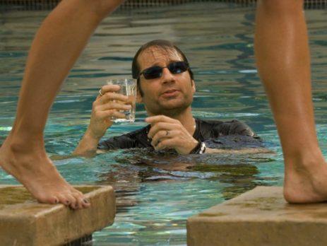 Cuando un hombre pierde a una mujer, bebe whisky